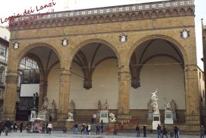Loggia dei Lanzi (o Loggia della Signoria) foto scattata dal centro di Piazza della Signoria