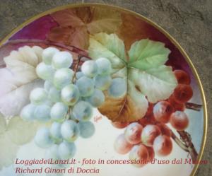 """Foto di un piatto del museo Richard Ginori di Doccia ad opera dei """"Pittori dei Fiori"""""""
