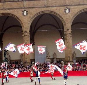 Bandierai degli Uffizi accanto alla Loggia dei Lanzi