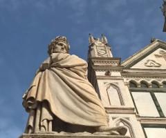Statua di Dante Alighieri in Piazza Santa Croce