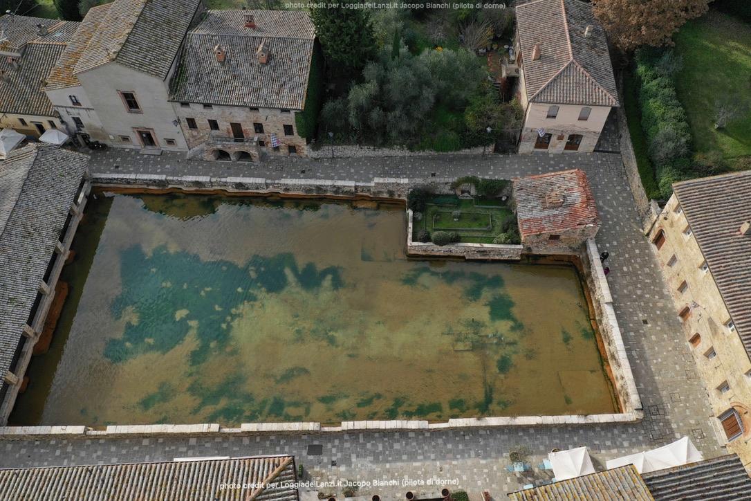 foto di Bagno Vignoni scatata con il drone